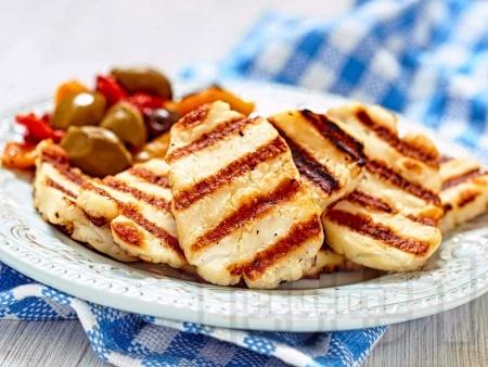 Лесно печено сирене халуми на скара за предястие - снимка на рецептата